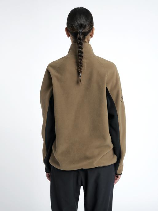 HALO ZIP FLEECE, VINTAGE BROWN, model