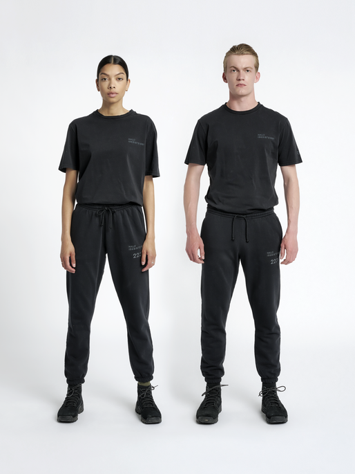 HALO COTTON SWEATPANT, BLACK, model