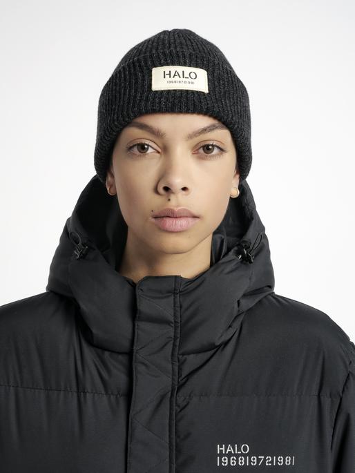 HALO WOOL BEANIE, BLACK MELANGE, model