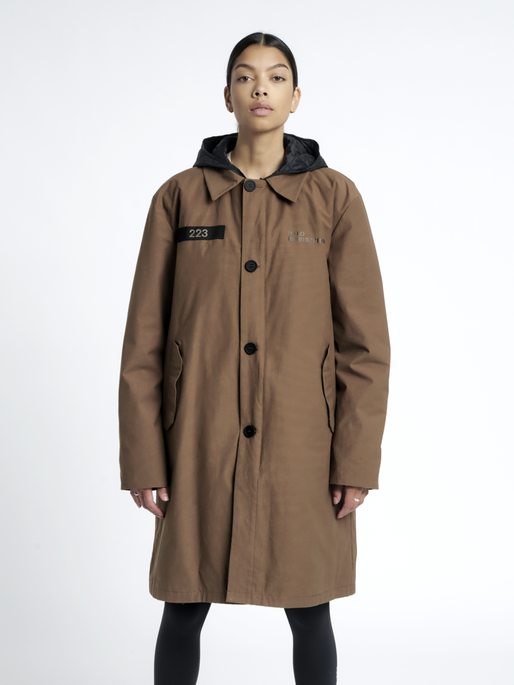 HALO MILITARY COAT, VINTAGE BROWN, model