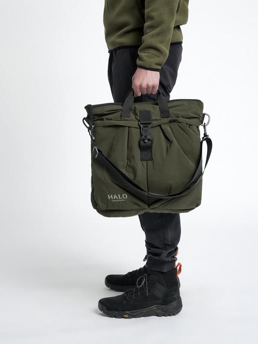 HALO HELMET BAG, IVY GREEN, model