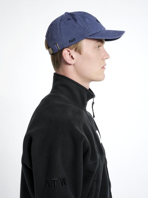 HALO CAP, BLUE, model
